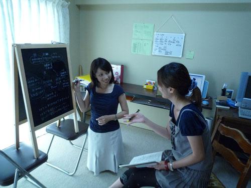 学生ボランティアスタッフと意見を交換