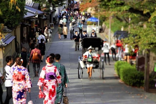 京都市民の方を対象に観光に伴うアンケートを実施します!